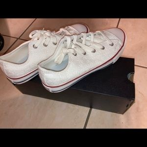 Converse (youth) size 3